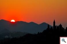 Santuario della Madonna del Monte a S. Zenone sullo sfondo dei Colli Asolani (Foto nr.145-2)